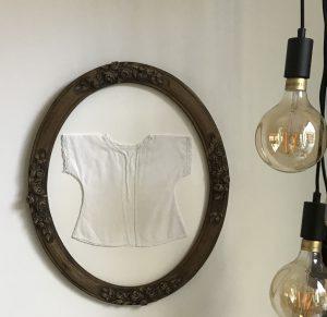 antiek hemdje in bestaande lijst